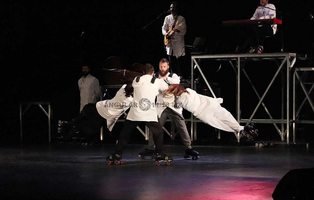 Cirque Alfonse de Canda presentó su espectáculo Tabarnak en el Teatro de la Ciudad Esperanza Iris de la Ciudad de México