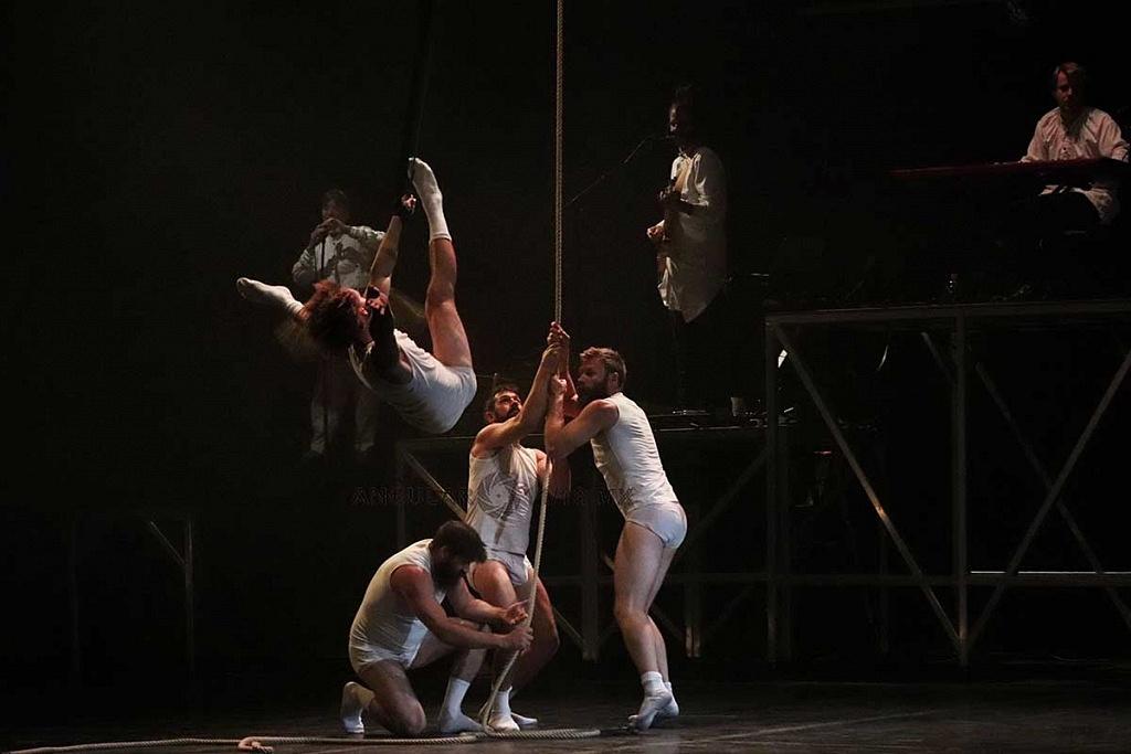 Cirque Alfonse de Canda presentó su espectáculo Tabarnak en el teatro de la ciudad Esperanza Iris en la Ciudad de México