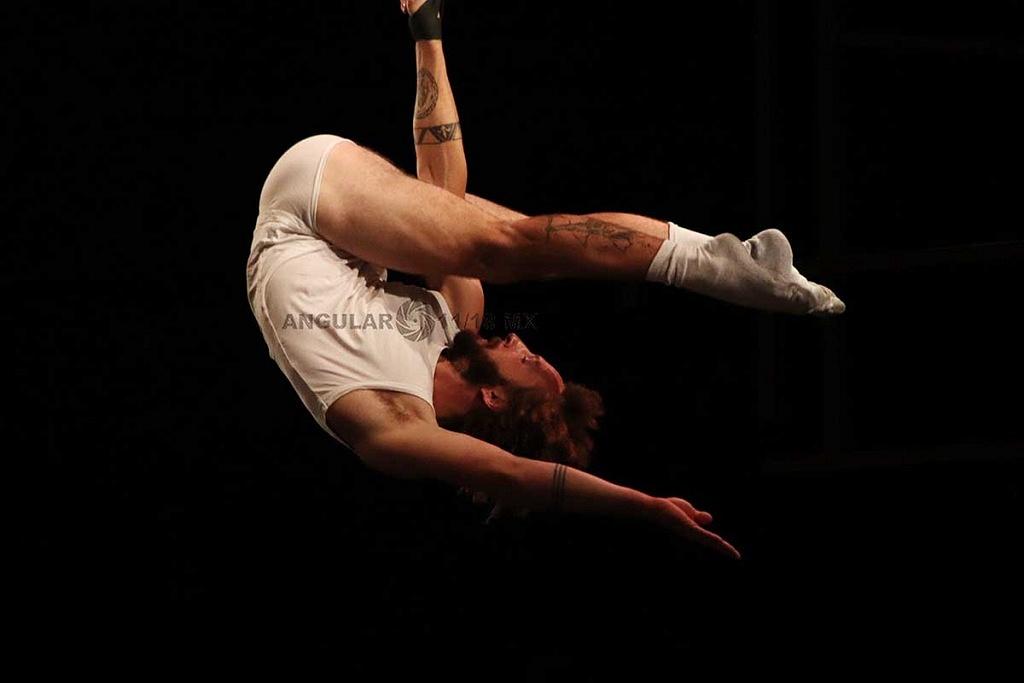 Cirque Alfonse, de Quebec Canada presentó su espectáculo Tabarnak en el Teatro Esperanza Iris de la Ciudad de México