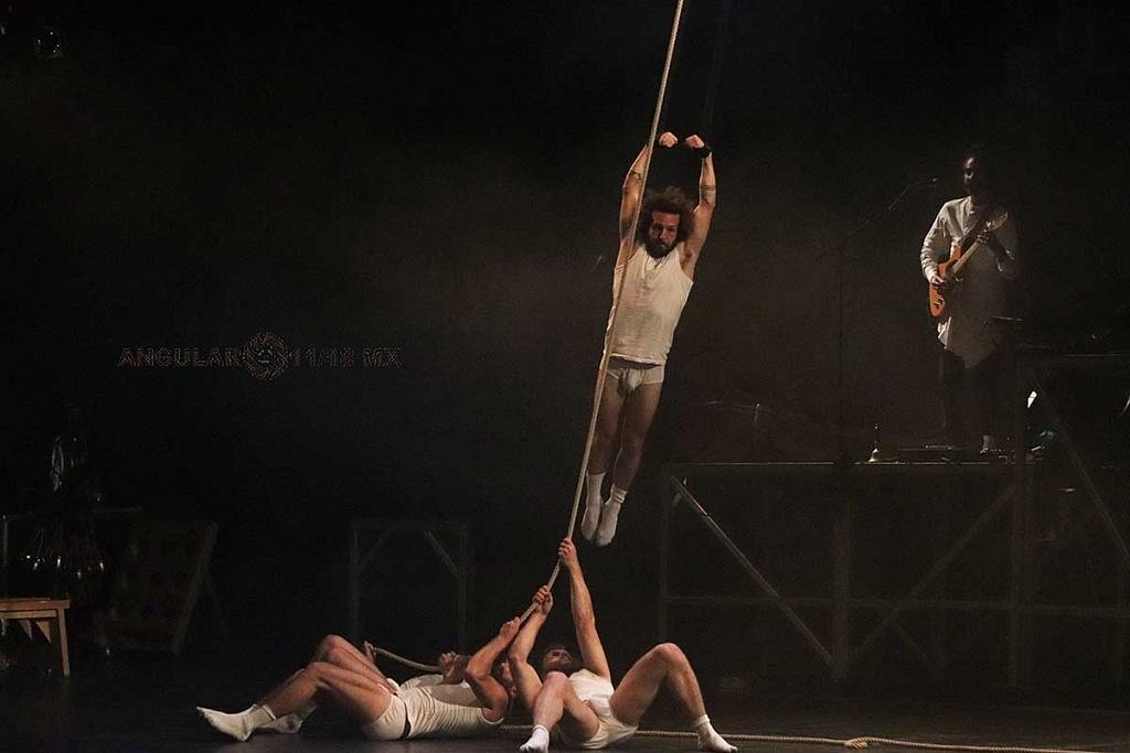 Cirque Alfonse de Quebec presentó su espectáculo Tabarnak en el Teatro Esperanza Iris, de la Ciudad de México