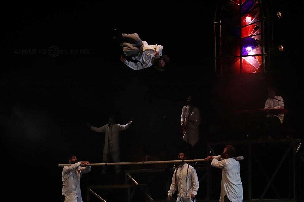 Cirque Alfonse de Quebec presentó, su espectáculo Tabarnak en el Teatro Esperanza Iris de la Ciudad de México