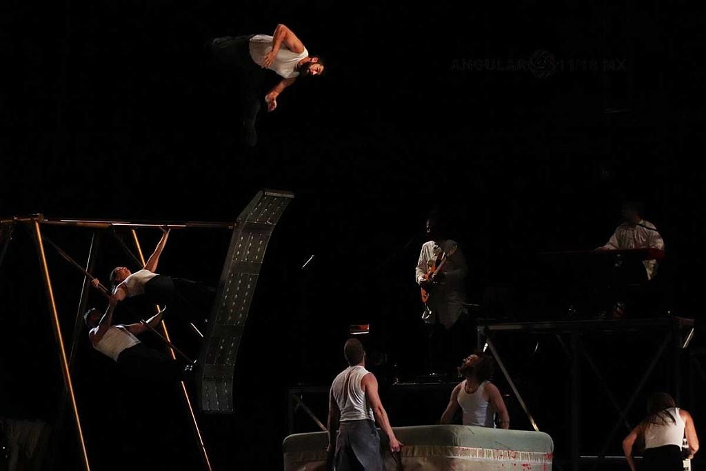 Cirque Alfonse presentó, su espectáculo Tabarnak en el Teatro Esperanza Iris de la Ciudad de México
