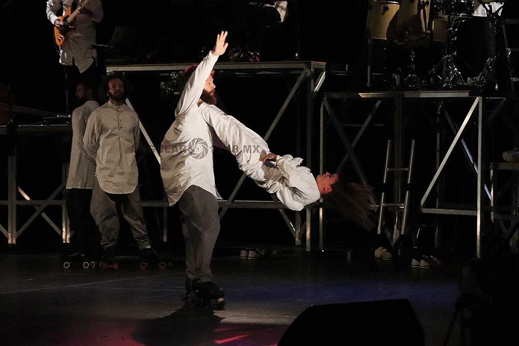 Cirque Alfonse, presentó su espectáculo Tabarnak en el teatro de la ciudad Esperanza Iris, en la Ciudad de México