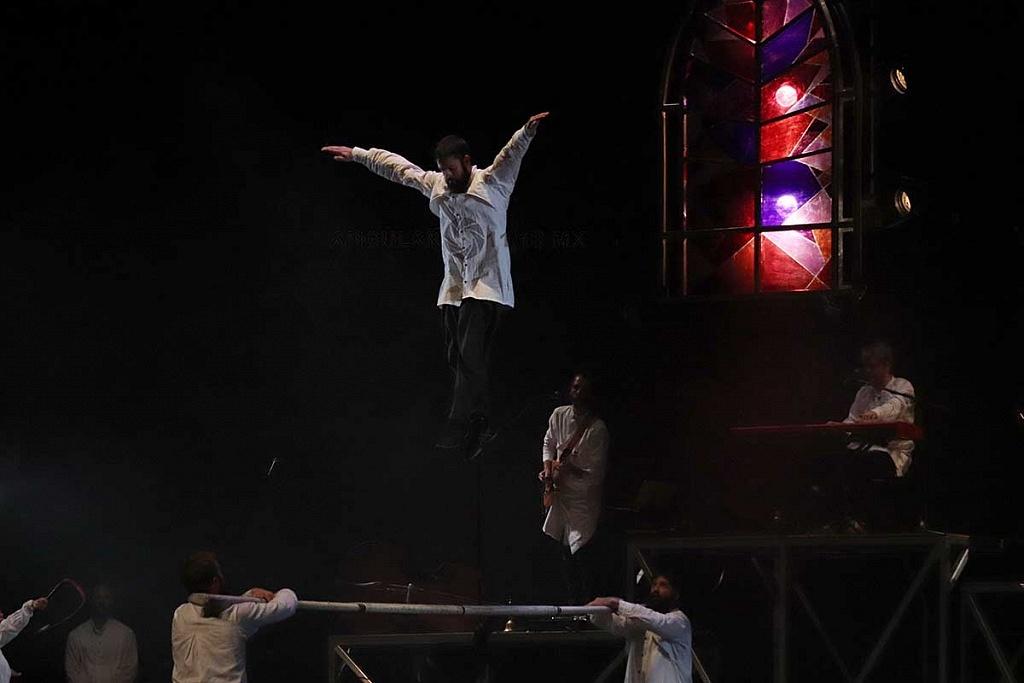 Cirque Alfonse, presentó su espectáculo Tabarnak en el teatro de la ciudad Esperanza Iris en la Ciudad de México