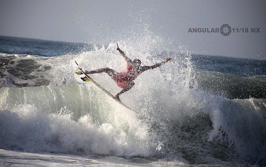 Competencia Surf Open Ixtapa Zihuatanejo, 2018 playa escollera
