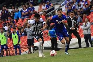 Cruz Azul derrota a Monterrey (2-1) en la Jornada 12 del torneo Apertura 2018, de la Liga, MX, primer gol del Cruz Azul