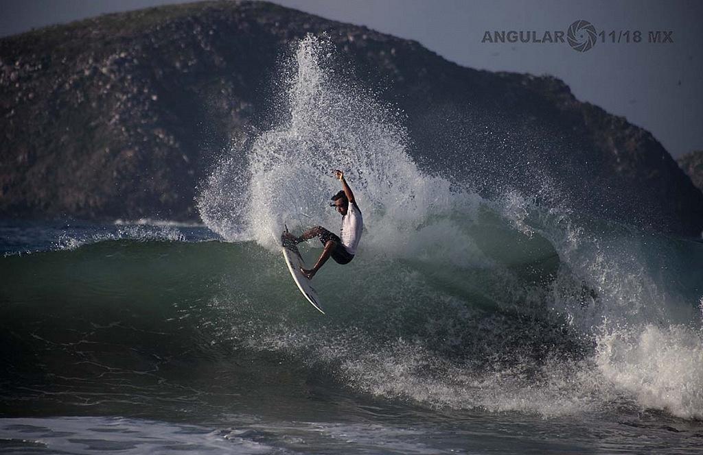 Diego Cadena Surfista Mexicano segundo lugar del GoPro Surf Open Ixtapa Zihuatanejo