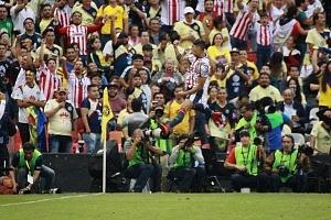 En el minuto 58 Goooll de las Chivas por Alan Pulido, #9 festejo