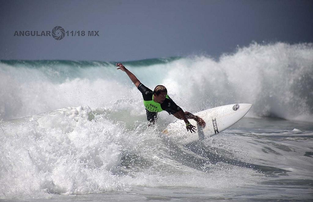 Jafet Ramos Surfista Mexicano en la competencia GoPro Surf Open Ixtapa Zihuatanejo 2018 Playa, Escollera