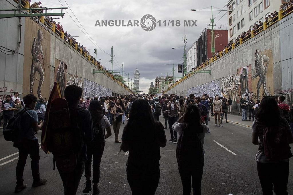 Marcha conmemorativa por la masacre de estudiantes en la plaza de las tres culturas en Tlatelolco de 1968