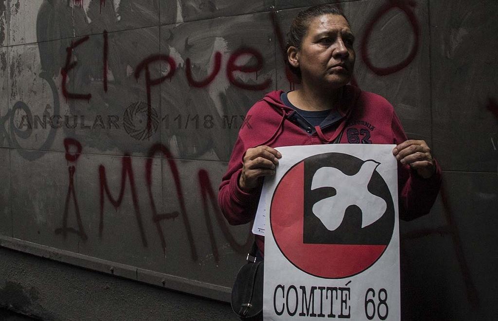 Marcha conmemorativa por la masacre de estudiantes en la plaza de las tres culturas en Tlatelolco el 2 de octubre de 1968