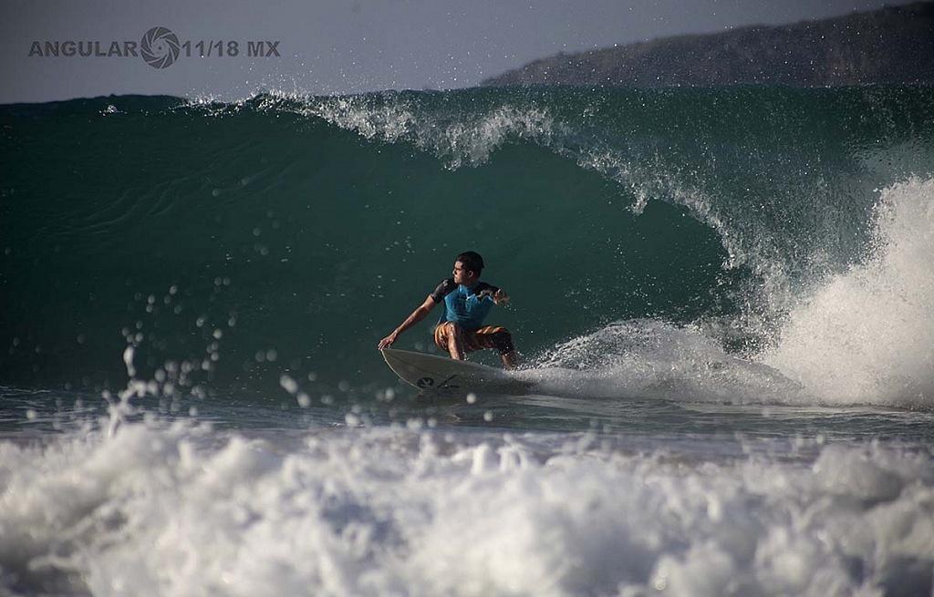 Nahum Corzo Surfista Mexicano en la competencia GoPro Surf Open Ixtapa Zihuatanejo 2018 Playa Escollera