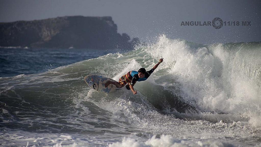Nahum Corzo Surfista Mexicano en la competencia Surf Open Ixtapa Zihuatanejo 2018 Playa Escollera