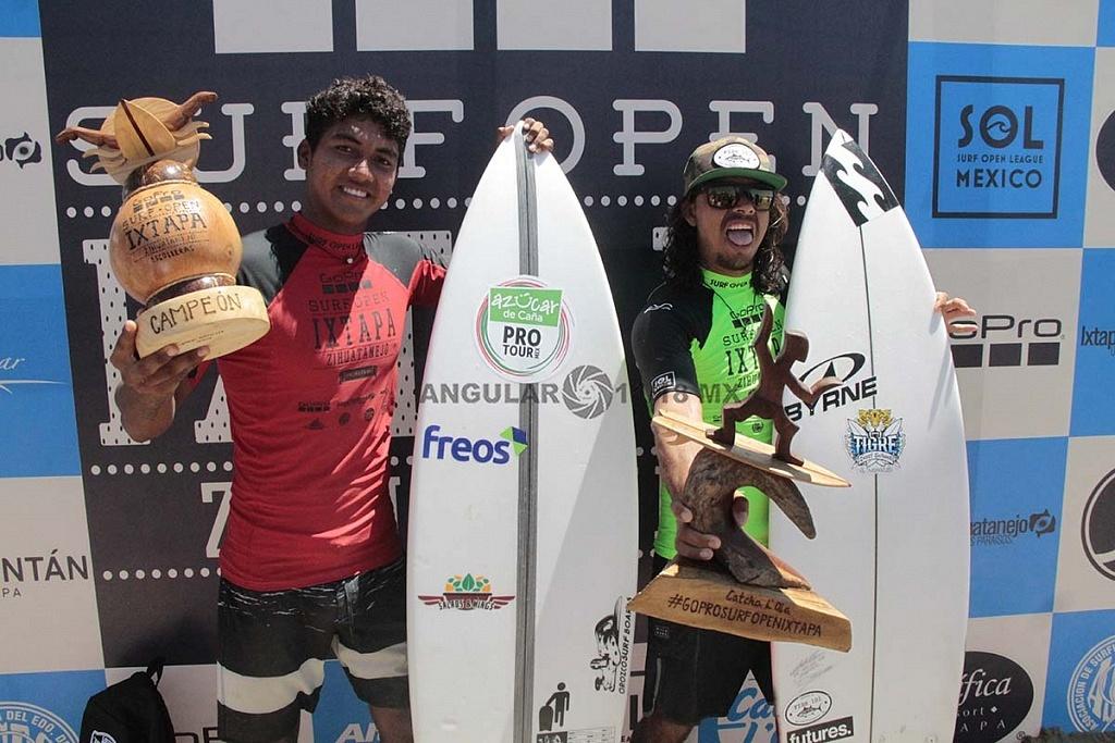 Rey Hernandez Campeon del GoPro Sur Open Ixtapa Zihuatanejo, 2018 y de licra verde el segundo lugar Diego Cadena
