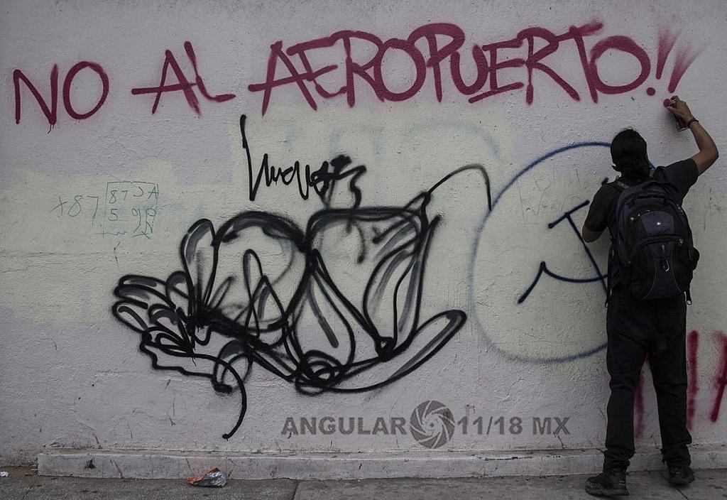 pintas durante la marcha del 2 de octubre donde se conmemora la mascre de estudiantes en Tlateloco en 1968