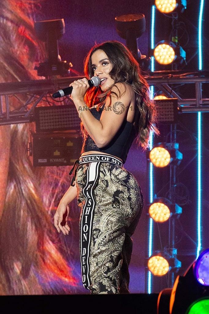 Anitta en concierto por los 25 años de Telehit, en el Estadio Azteca