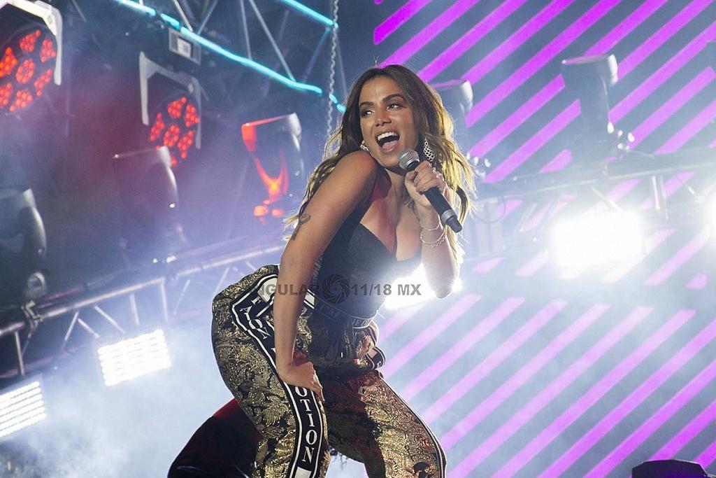 Anitta en el concierto por los 25 años de Telehit en el Estadio Azteca