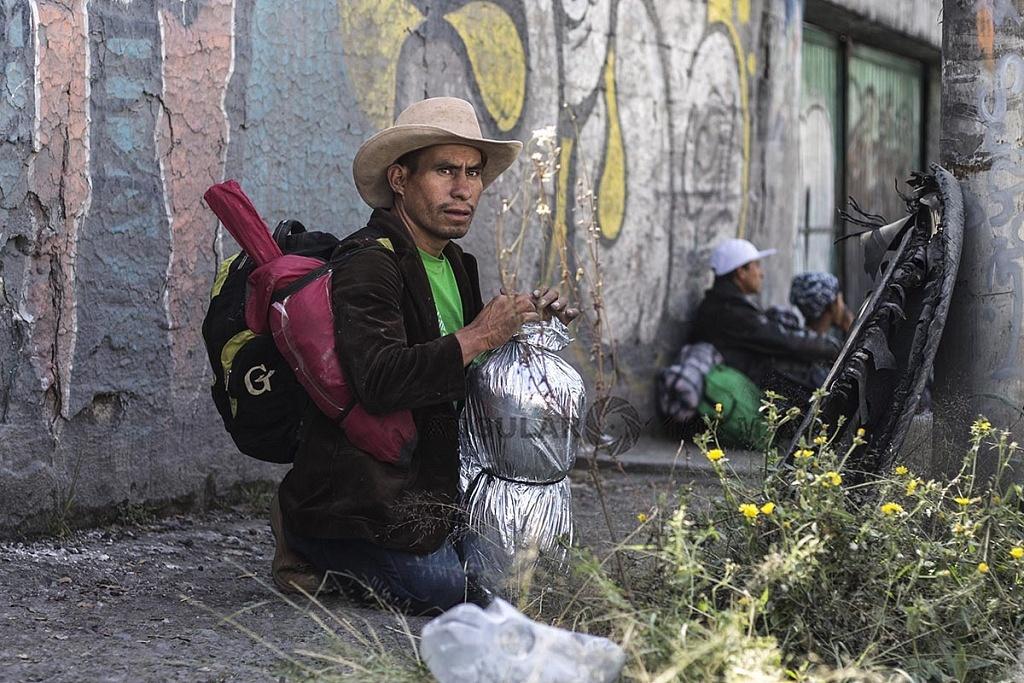 Caravana Migrante Continua su Marcha hacia los Estados Unidos