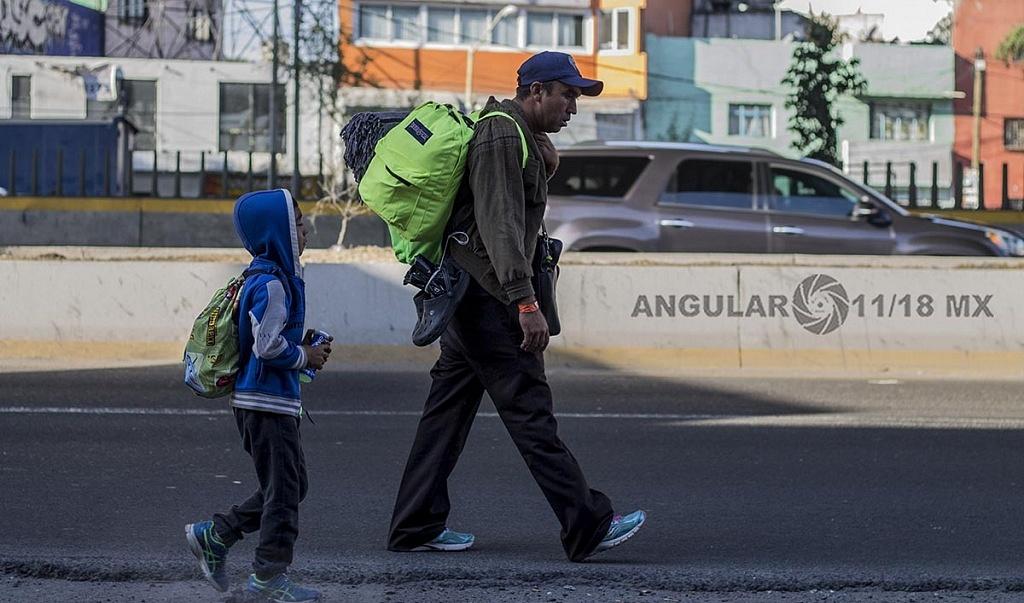 Caravana Migrante Padre e Hijo hondureño continúan su trayecto hacia la frontera de Estados Unidos