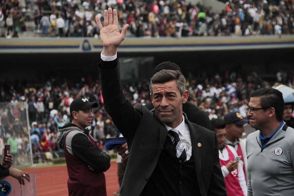 Director Técnico de Cruz Azul Pedro Caixinha durante la jornada 15 del apertura 2018