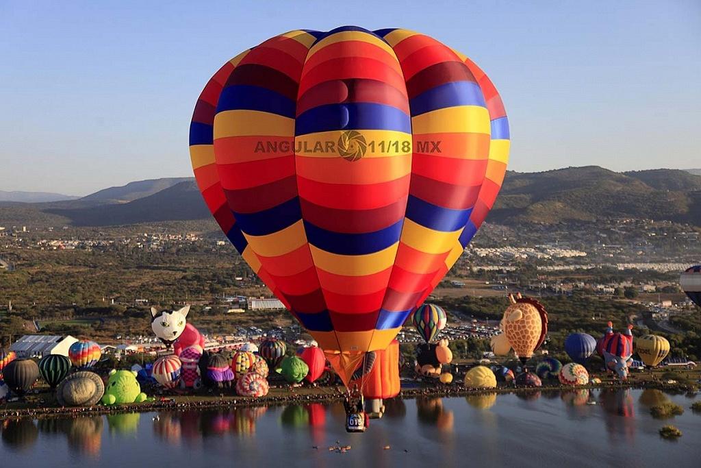 Festival Internacional del Globo 2018 León Guanajuato, vista aeréa desde un globo de la zona de despegue, parque Metropilitano