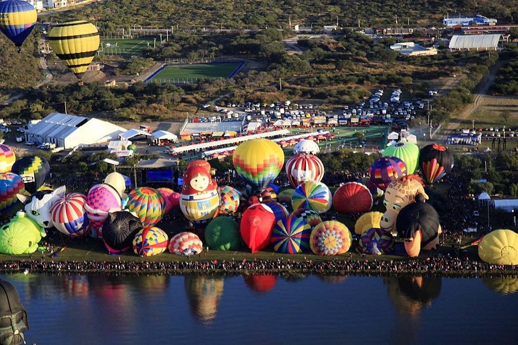 Festival Internacional del Globo 2018, León Guanajuato vista aeréa desde un globo de la zona de despegue, parque Metropilitano