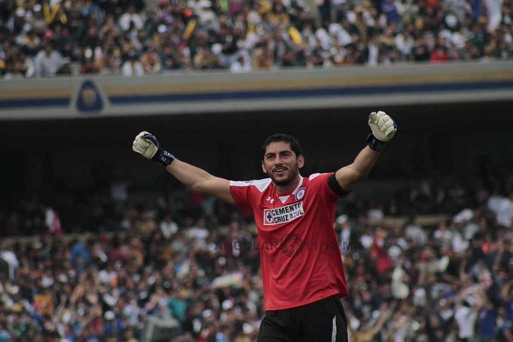 Jesus Corona arquero del Cruz Azul festeja el triunfo frente a Pumas en la Jornada 15 del torneo de liga MX apertura 2018