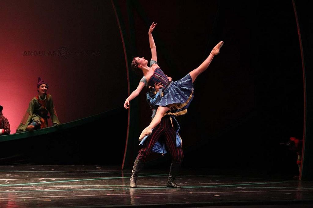 La Compañía Nacional de Danza presento Blancanieves, en el Teatro de la Ciudad Esperanza Iris este 17 de Noviembre de 2018,