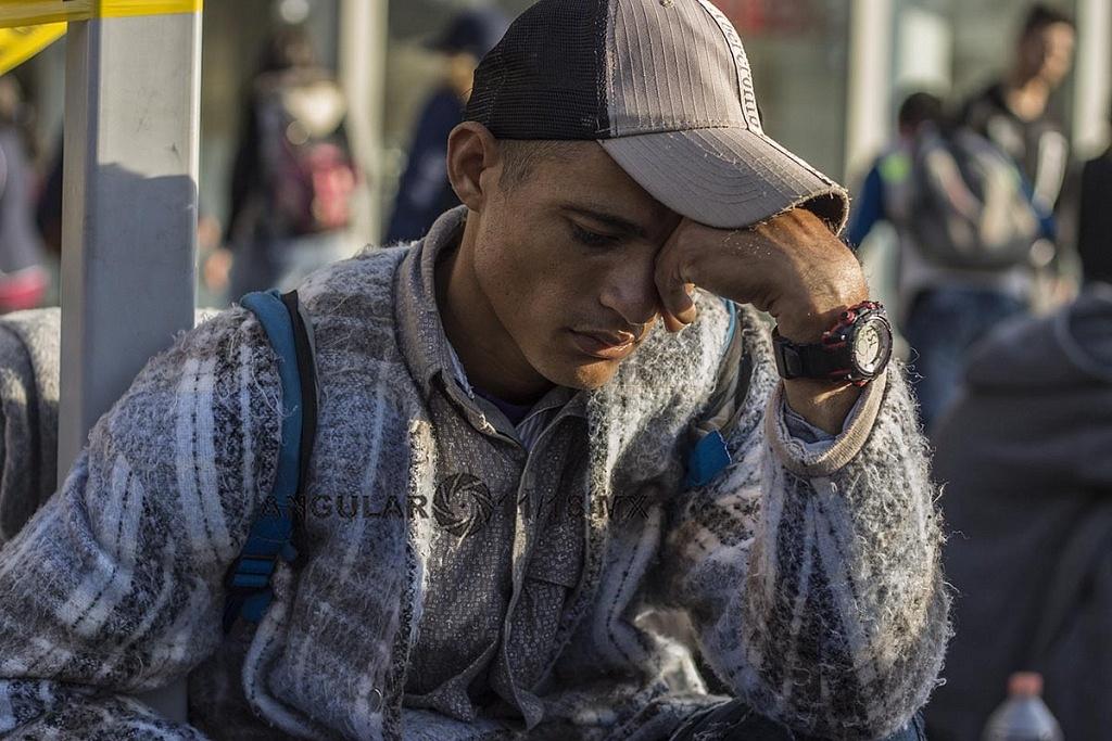 Migrante hondureño continua su marcha hacia los Estados Unidos en la caravana migranta
