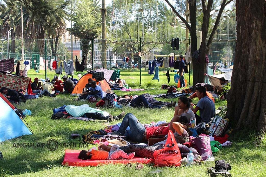 Migrantes en el campamento instalado en el estadio Jesús Martínez Palillo, en la ciudad de México