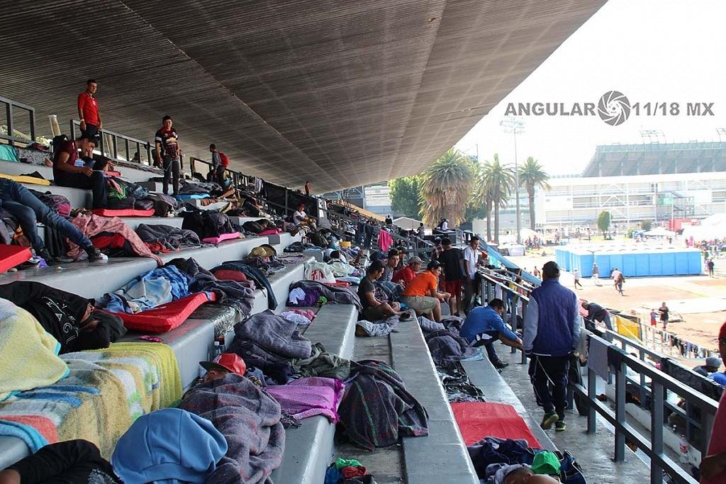 Migrantes, en el campamento instalado en el estadio Jesús Martínez Palillo en la ciudad de México