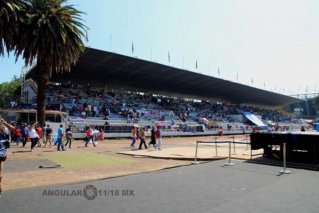 Migrantes, en el campamento instalado en el estadio Jesús Martínez Palillo, en la ciudad de México