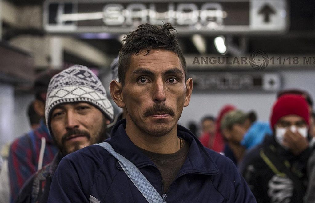 Rostro de una Migrante de Honduras en el metro de la ciudad de México que se dirige hacia la frontera de Estados Unidos