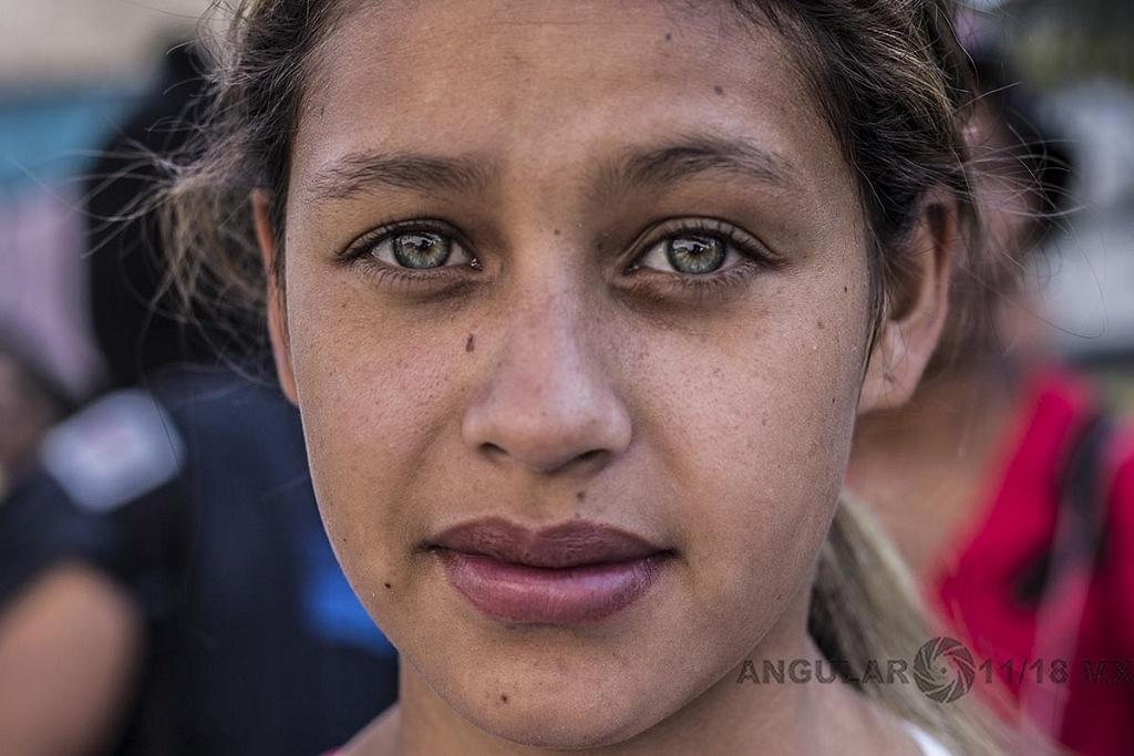 Rostro de una Migrante de Honduras en la caravana que se dirige hacia la frontera de Estados Unidos