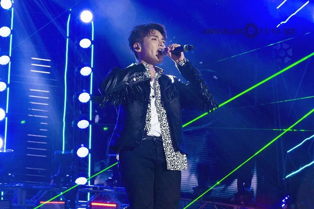 Super Junior el grupo coreano, en concierto por los 25 años de Telehit, en el Estadio Azteca