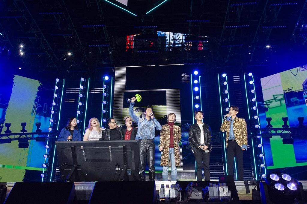 Super Junior, el grupo coreano, en concierto por los 25 años de Telehit en el Estadio Azteca