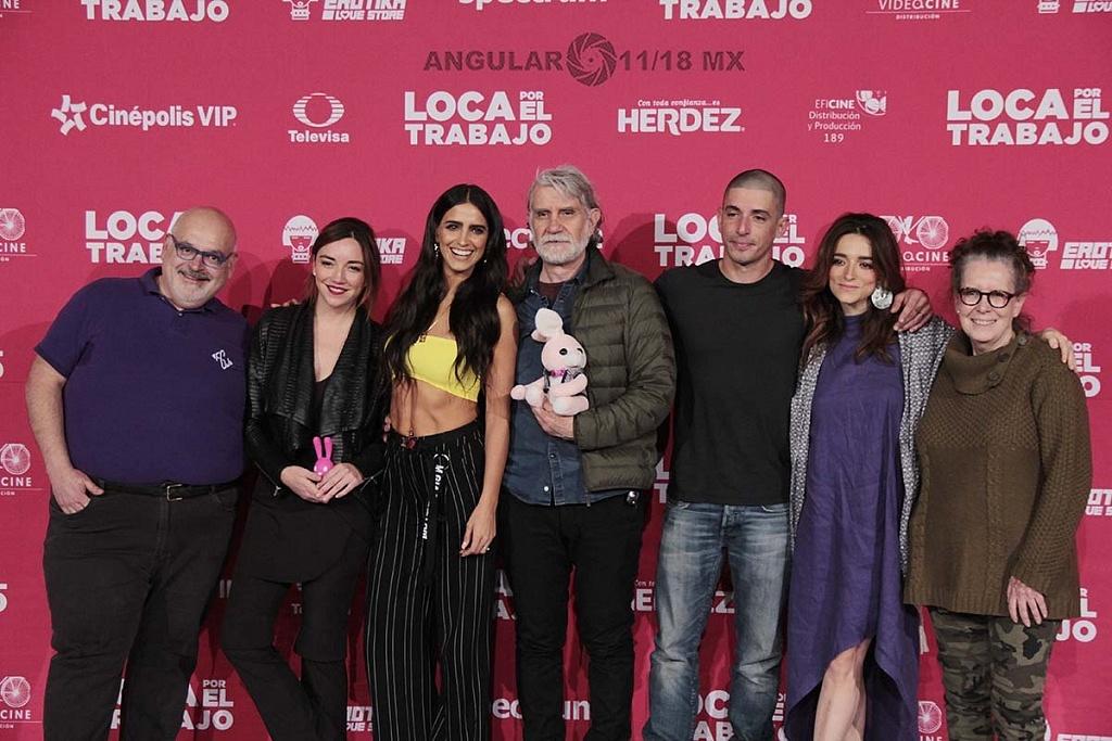 elenc, director y productores de la pelicula Loca por el trabajo