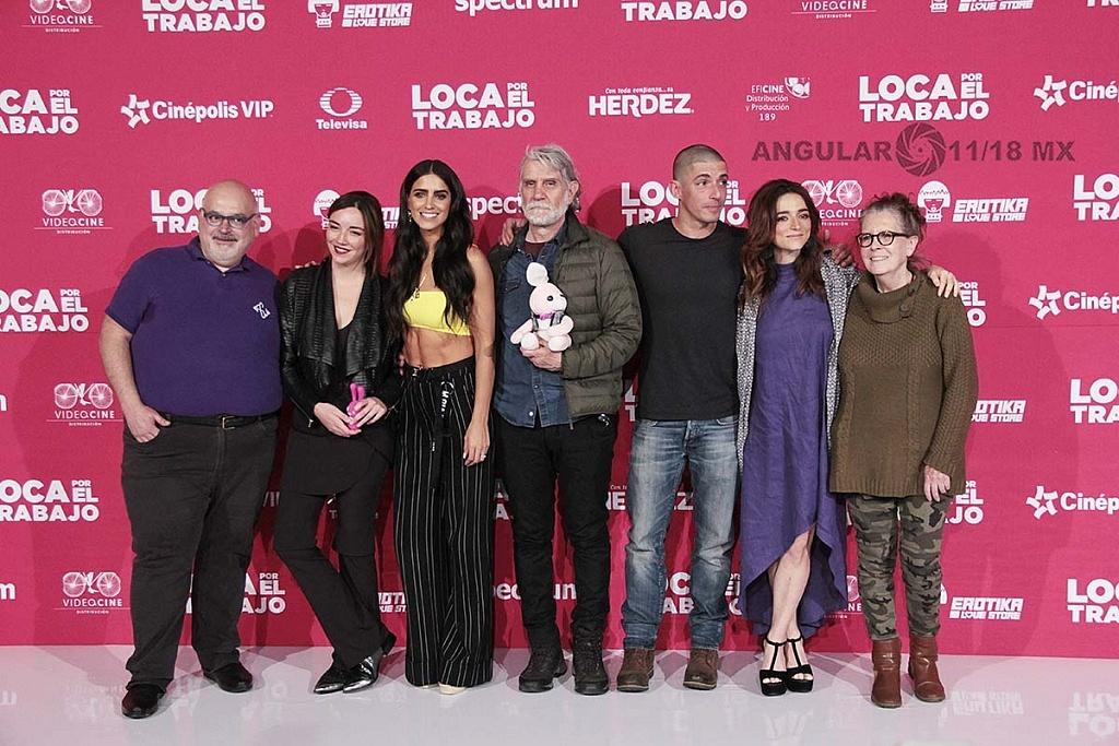 elenco, director y productores de la pelicula Loca por el trabajo