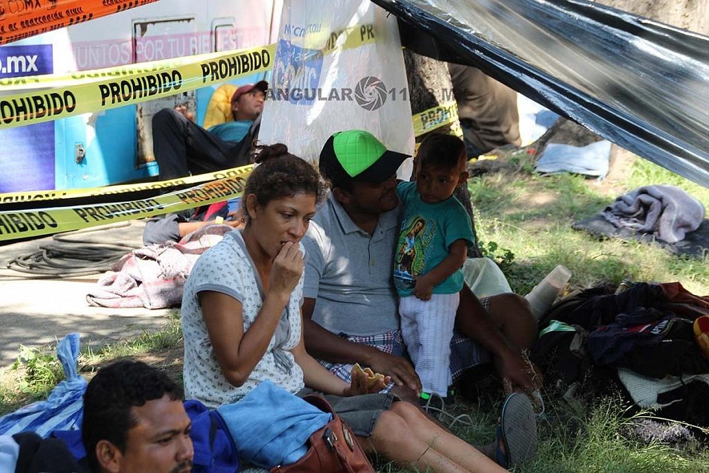 familias migrantes en el campamento instalado en el estadio Jesús Martínez Palillo en la ciudad de México