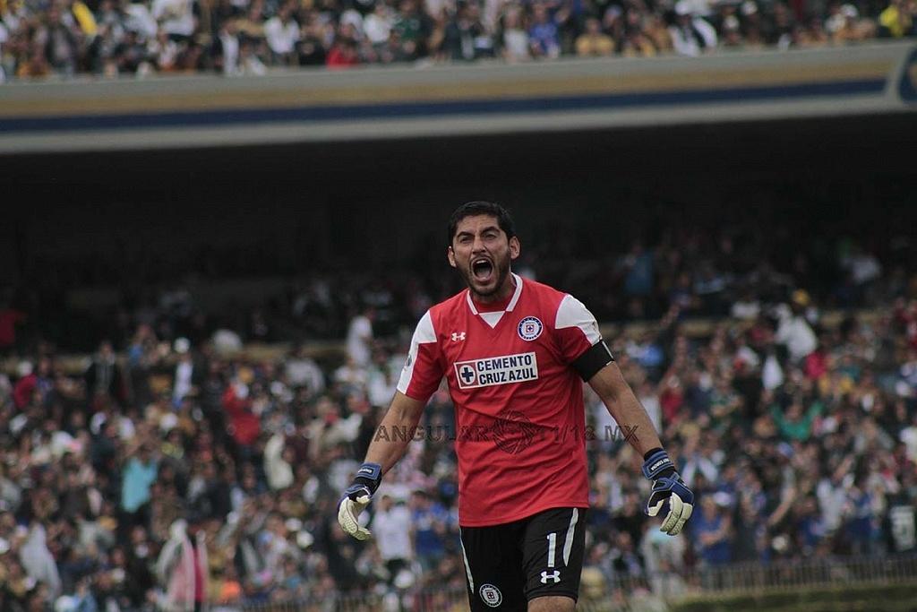 festejo del triunfo de Jesus Corona arquero del Cruz Azul frente a Pumas en la Jornada 15 del torneo de liga MX apertura 2018