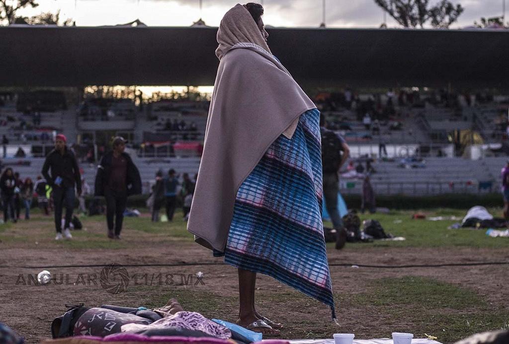 migrante en el campamento instalado en el Estadio Jesús Martínez Palillo, de la Ciudad Deportiva
