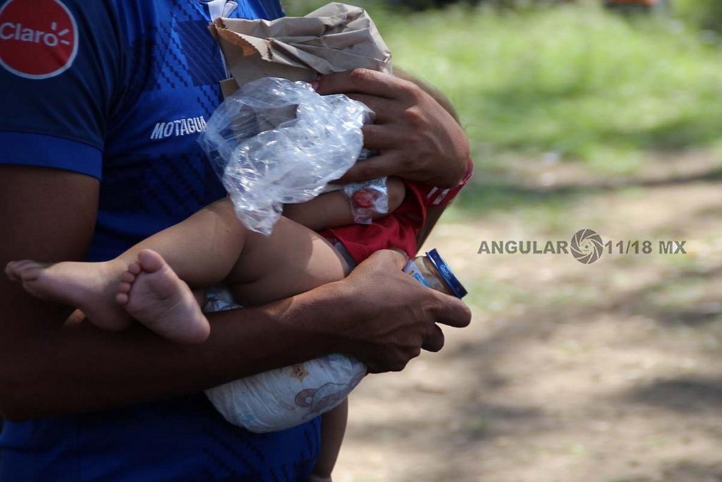 niños migrantes con su familia en el campamento instalado en el estadio Jesús Martínez Palillo, en la ciudad de México