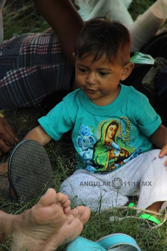 niños migrantes con su familia en el campamento instalado en el estadio Jesús Martínez Palillo en la ciudad de México