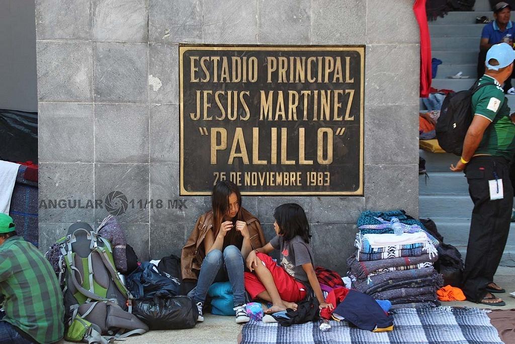 niños migrantes en el campamento instalado en el estadio Jesús Martínez Palillo en la ciudad de México