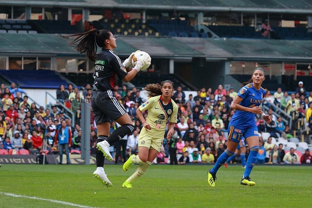 Alejandra Gutierrez Portera de Tigres en la final del Apertura 2018, partido de ida