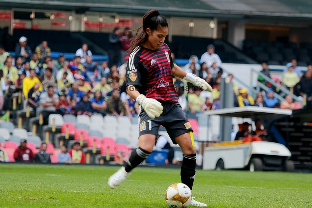 Alejandra Gutierrez Portera de Tigres en la final del Apertura 2018 partido de ida