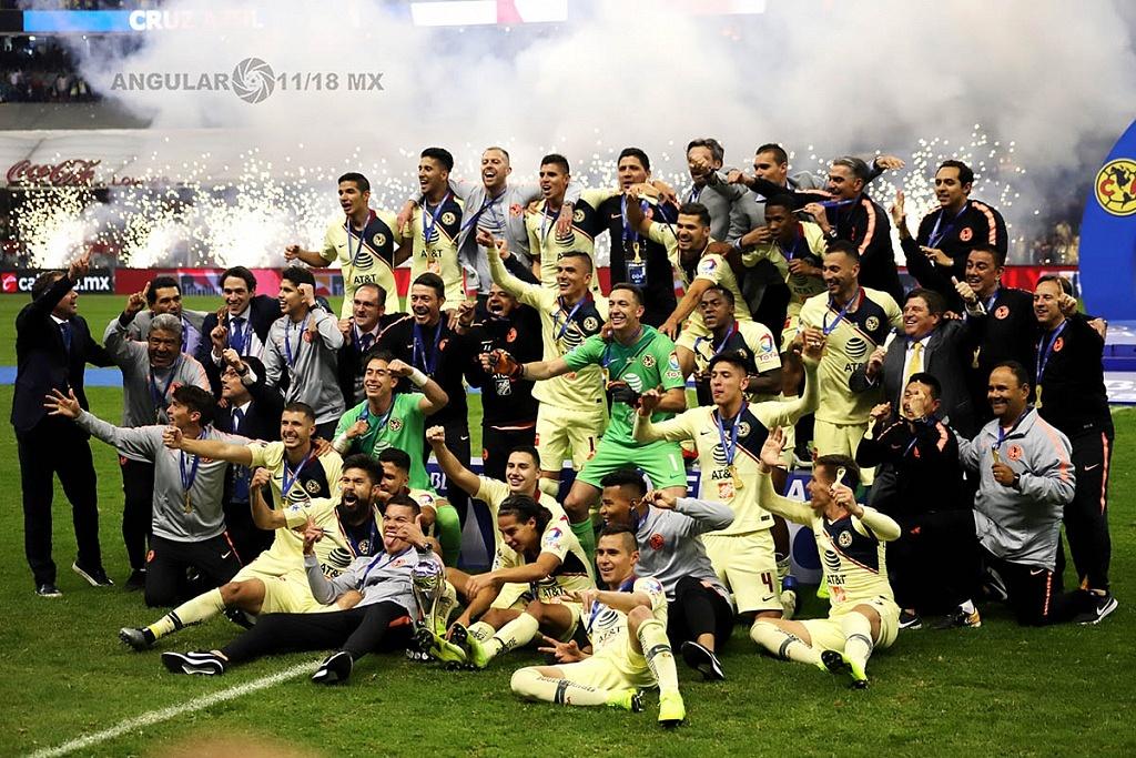 América equipo Campeón del Torneo de la Liga MX Apertura 2018 tras entregarles la copa del campeonato