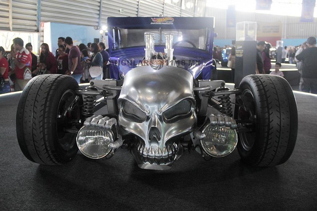 Auto Bone Shaker frente presentado en la celebración por los 50 años de Hot Wheels en la 11ª edición del Salón Hot Wheels CDMX