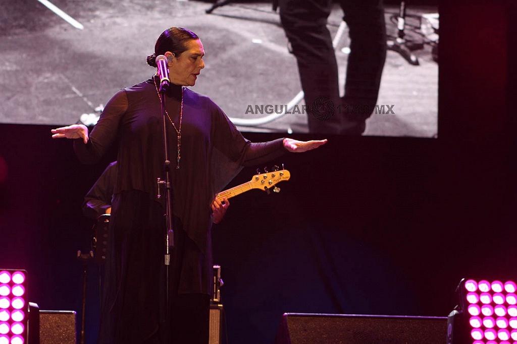 Cecilia Toussaint, en el concierto Voces de Mujeres en la plancha del Zócalo de la Ciudad de México