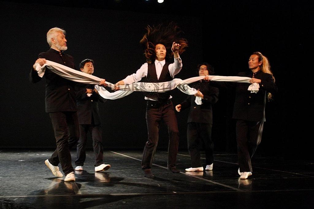 Condors es una de las compañías de danza contemporánea más importantes de Japón y presenta su espectáculo Granslam (2)